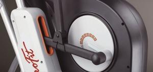 Система магнитного торможения обеспечивает долговечную и бесшумную работу тренажера