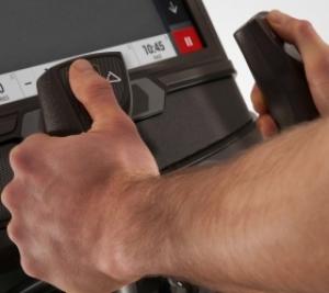 Изменяемый угол наклона рамы (24%–54%). Добавляет дополнительную нагрузку и задействует в работу больше мышц, привнося силовую составляющую в вашу кар