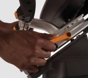 """Рукоятки регулируются очень просто с помощью рычажка """"вверх-вниз"""", а сиденье с помощью рычажка """"поверни-потяни"""" для идеального положения во время длит"""