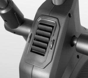 Два вентилятора: один направлен на лицо и шею, второй - на торс
