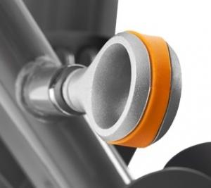 Удобная эргономичная рукоятка для регулировки сидения (только для Versa PLUS)