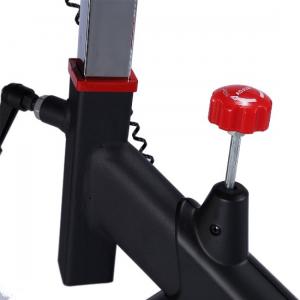 Изменение нагрузки с помощью рукоятки на корпусе тренажера