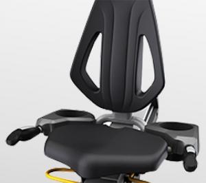 Вентилируемое сиденье ErgoForm™ с горизонтальной регулировкой и выверенной эргономикой обеспечивает комфортную тренировку